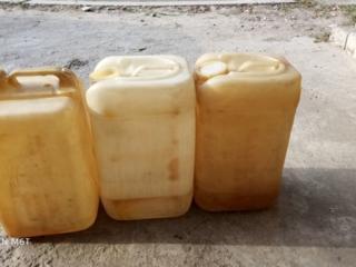 Канистры 30 литров, 30 руб 3 шт. шланг газовый 80 руб 5 м.