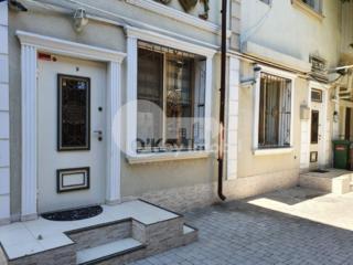Se oferă spre vânzare spațiu comercial/oficiu, amplasat în centrul ...