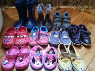 Продаётся детская Обувь и Одежда. (дёшево)