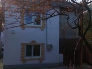 Дом котельцовый, на первом этаже гостиная, кухня, санузел и парилка.