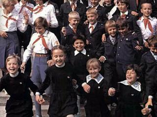 Куплю пионерскую, школьную форму СССР на мальчика и девочку; ИГРУШКИ