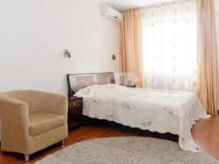 Se oferă spre chirie apartament cu reparație euro. Este amplasată ...