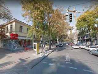 Магазин в самом центре города, в проходном, шикарном месте!