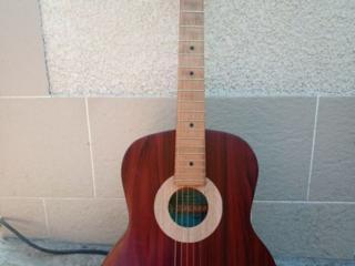 Продам акустическую гитару недорого срочно без торга!!!