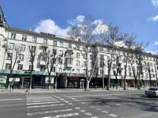 Сдаётся квартира в центре, бд. Штефан чел Маре 64. Цена 225 евро