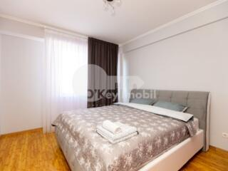 Se oferă spre vânzare apartament plăcut și luminos cu interior ...
