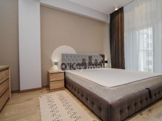 Se oferă spre chirie un apartament spațios, cu camere luminoase, ...