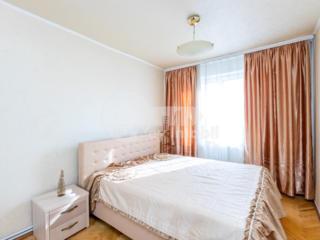 Se oferă spre chirie un apartament spațios, cu camere luminoase și ...