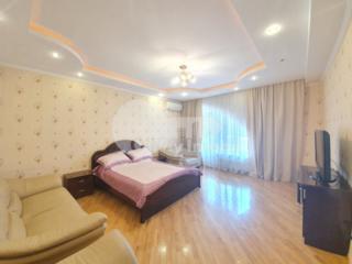 Se oferă spre chirie apartament amplasat la etajul 3 al unui bloc ...