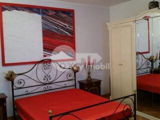 Se oferă spre chirie apartament amplasat la etajul 2 al unui vile ...