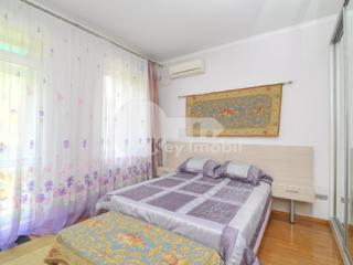 Se oferă spre chirie apartament cu 3 camere în sect. Centru. ...