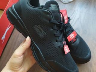 Продам фирменные мужские кроссовки 42 размер