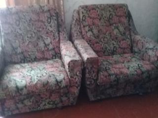 2 кресла б/у. Матрас 160/200,высота 24.