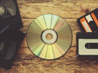Куплю диски (игры, кино) и видеокассеты. Или обменяю на что-либо.