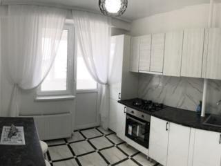 Apartament cu 2 odai centru! Euro reparatie!