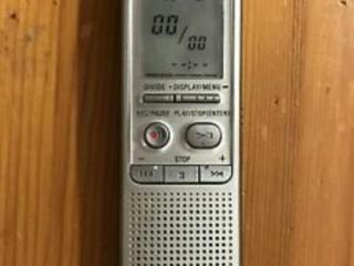 Цифровой диктофон Sony ICD-B500.