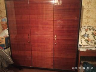 Шкаф полированный трехстворчатый