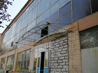 Сдам складские и офисные помещения возле ст. м Дворец спорта