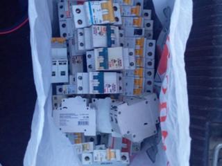 Продам автоматические выключатели, 2ух полюсные и 1 полюсные