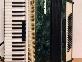 Новый аккордеон Заря 2 в новом кофре.