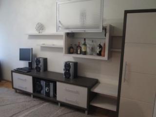 М. Бассараб, МС, 3 этаж, отличное состояние, автономка, большая.