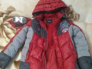 Зимняя фирменная куртка на мальчика.