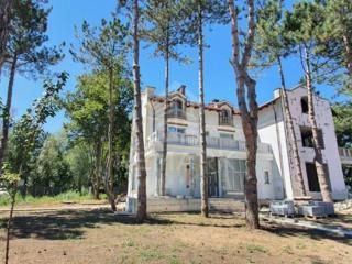 Se vinde Townhouse, Vatra, lângă lac! Imobilul este amplasat pe un .