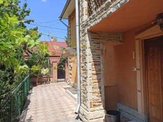 Продаю отличный дом 2 этажа, 140м2, 4,5 сот. Бельцы, ул. Лэутарилор 3