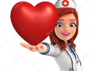 Медсестра выполняю постановку капельниц и инъекций