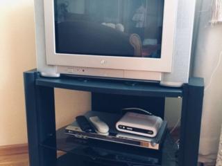 Продается телевизор вместе с телевизионной стойкой