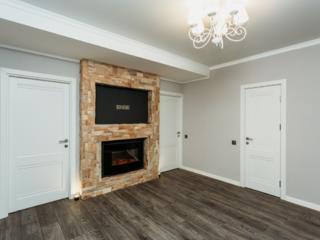 Vand apartament cu 3 camere + living separat