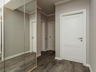 Vind apartament cu 3 camere + living separat
