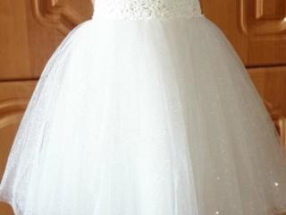 Нарядное платье для девочки в отличном состоянии!!!