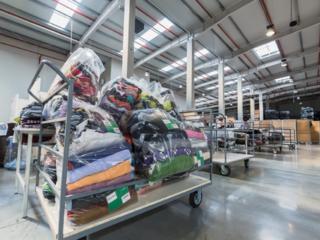 Angajăm muncitori necalificați la depozit de haine și încălțăminte.