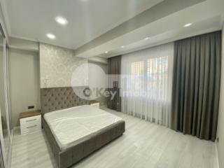 Se oferă spre chirie apartament cu 3 camere, amplasat într-un bloc ...
