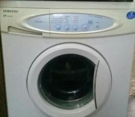 Vând maşină de spălat Samsung în stare lucrătoare şi bine păstată