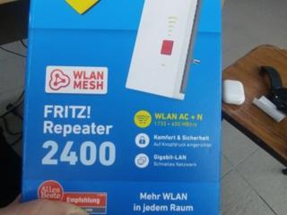 Новый неиспользованный FRITZ! Repeater 2400