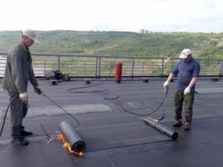 Acoperim acoperișuri, reparăm diferite. Garaj. Transport. Materiale