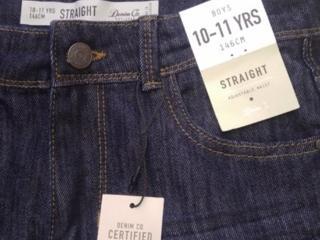 Продам джинсы новые на мальчика 11-12 лет 200 рублей новые!!!