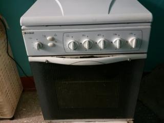 Газовая плита Indesit KG 5406 WGS/R с грилем.