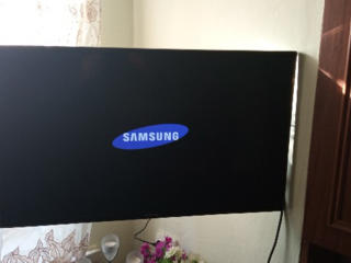 Samsung 32'' HD LED + Настенное крепление кронштейн + Подставка