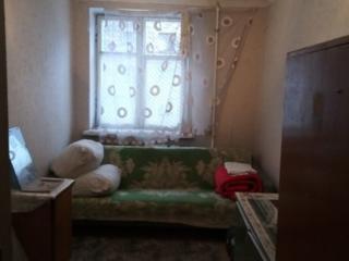 Комната (Кировский, р-он Баня) 2 этаж 4 этажного дома.