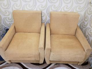 Продам 2 кресла и столик