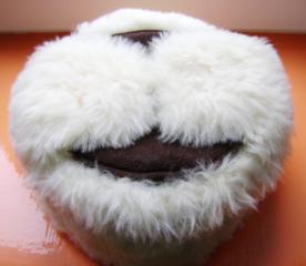Новые зимние шапки из натурального меха, часы, сумки...