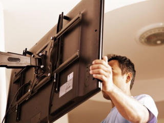 Установка телевизоров на стену. Монтаж кронштейнов.