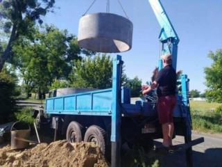 Копаем канализации вручную и техникой есть бетонные кольца копаем траншеи