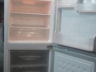 LG. Морозилка снизу на 3,5 ящика. Цена 1800р.
