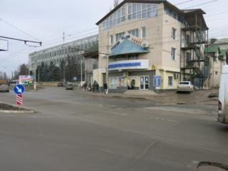 Tudor Vladimirescu 62, suburbia apropiată a Chișinăului. Lângă Linela
