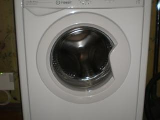Продаю НОВУЮ стиральную машину Indesit IWSB 50851. Цена= 180 $.