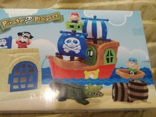 Корабль игрушечный для ребенка